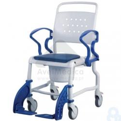 Cadeira com rodízios para duche
