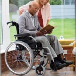 Cadeira rodas auto propulsão com suporte canadianas